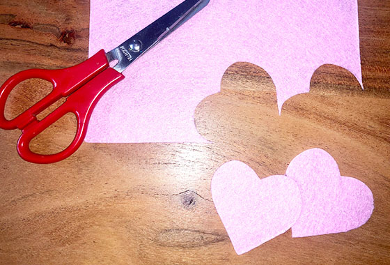 Filzherzen, Filz, Muttertag, Rosa, Pink, Handarbeit, Sticken, DIY; Schritt1, Anleitung