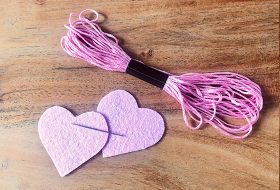 Filzherzen, Filz, Muttertag, Rosa, Pink, Handarbeit, Sticken, DIY; Schritt2, Anleitung