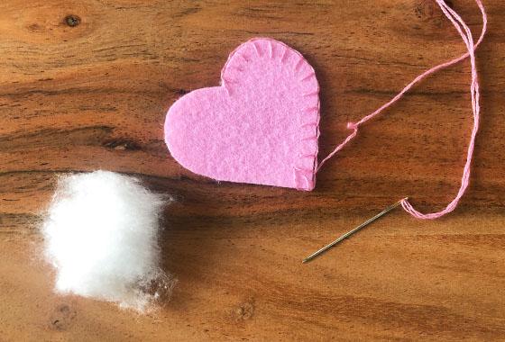 Filzherzen, Filz, Muttertag, Rosa, Pink, Handarbeit, Sticken, DIY; Schritt3, Anleitung